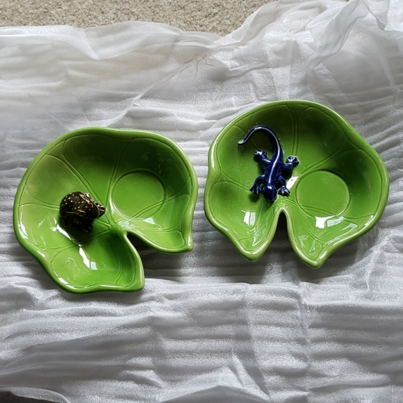 Lily pad candle holder